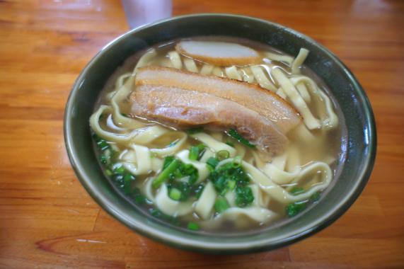 沖縄のランチ【三枚肉そば】